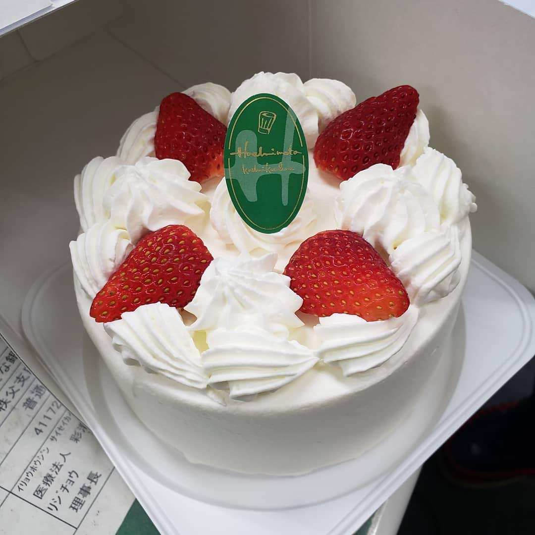 職員誕生日祝い織舩会では、お誕生月を迎えた職員さんバースデーケーキをプレゼントしております。因みに今月は施設長も誕生月#ウエルハイムヨコゼ  #秩父 #誕生日祝い  #職員さんいつもありがとう