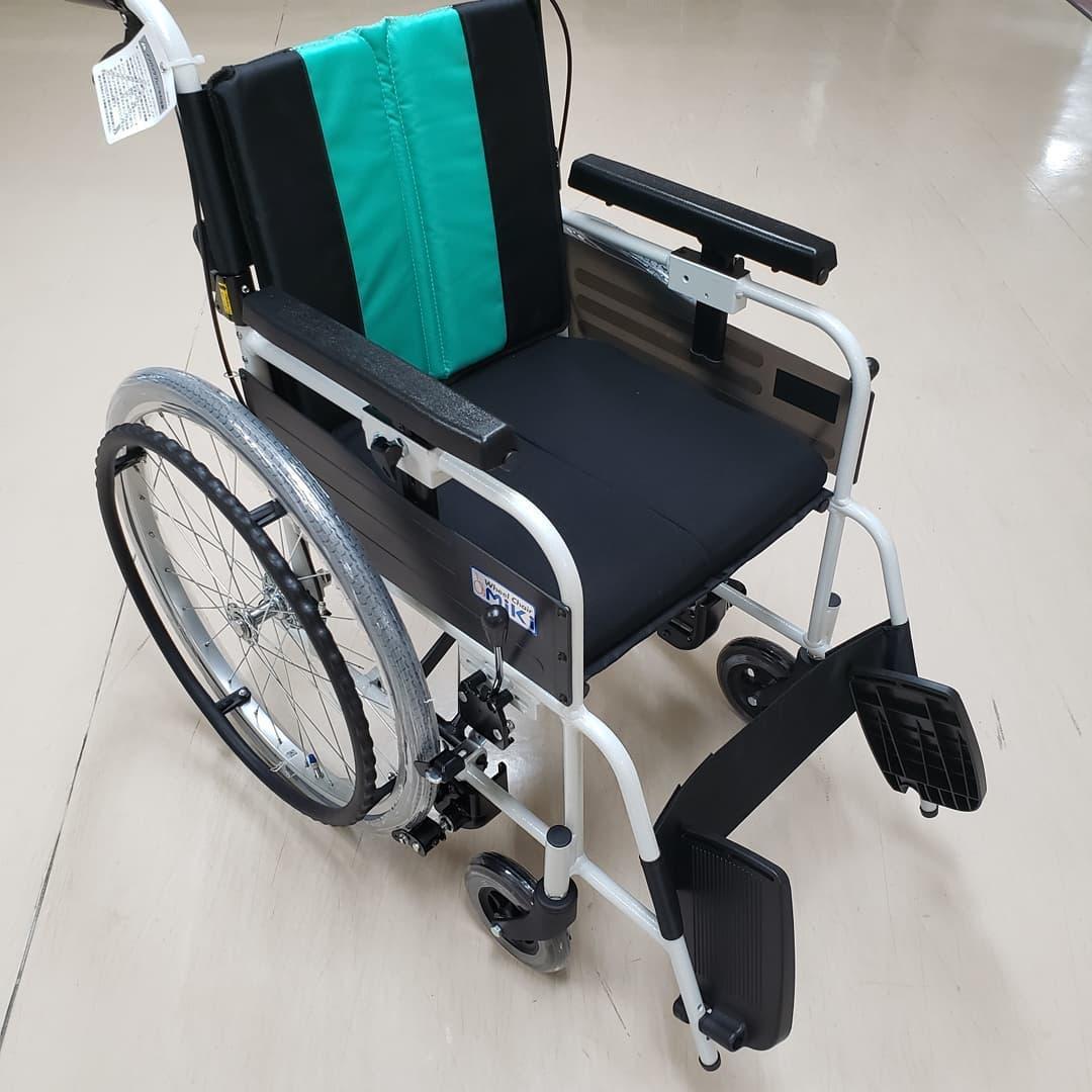 車椅子とまっティ  自動ブレーキ付きの車椅子『とまっティ』を追加導入いたしました。立ち上がり、腰を浮かすと自動でブレーキが作動しますので、転落·転倒事故のリスクを低減いたします#ウエルハイムヨコゼ  #特養の日常  #横瀬町  #秩父 #車椅子 #とまっティ