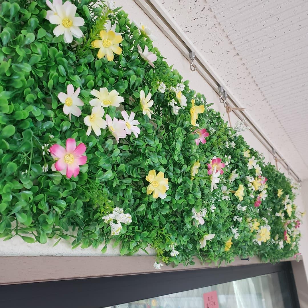 9月の玄関  9月に入り、玄関前の飾り付けが変更されました。常夏·祭→秋の草花をイメージしたものにchange️#ウエルハイムヨコゼ  #特養の日常  #横瀬町  #秩父 #特養養護老人ホーム